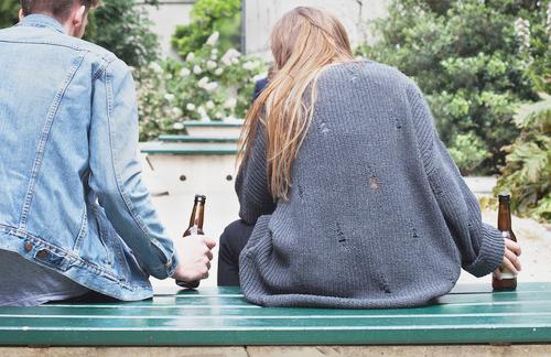 Conoce los síntomas y el tratamiento del alcoholismo juvenil